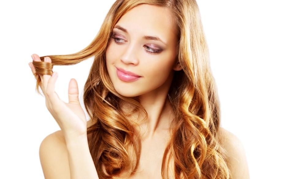 Hoe maak je krullen in je haar? Hier heb je 5 tips!